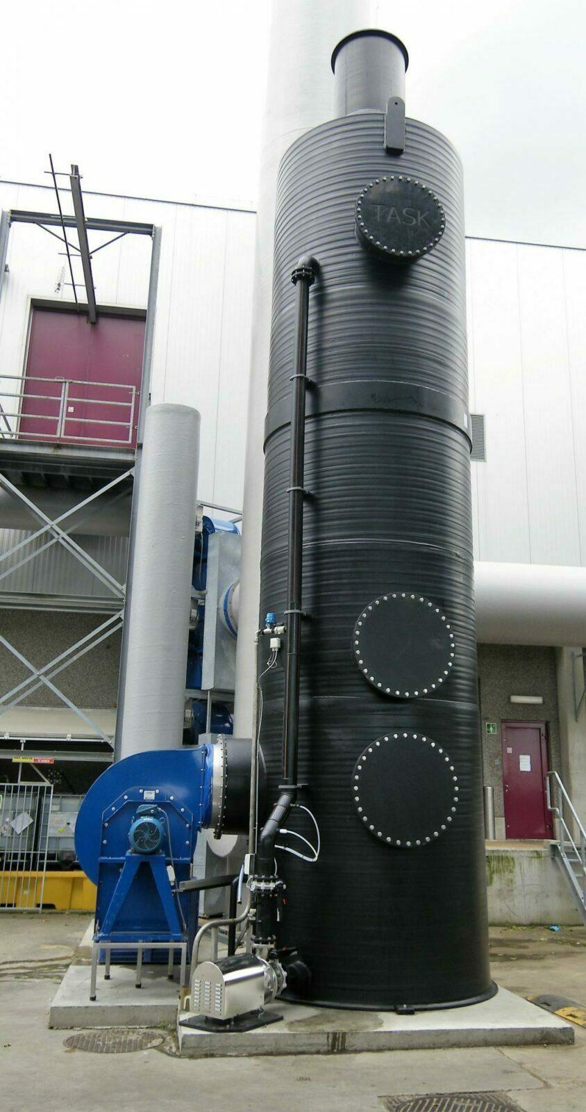 Oxidative counterflow air scrubber